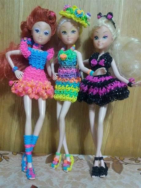 Как плести платье для куклы из резинок