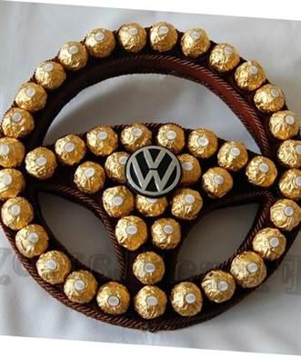 Подарок из конфет мужчине своими руками