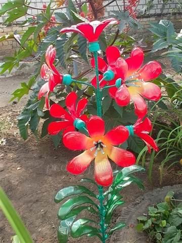 Как сделать из пластиковой бутылки цветок для сада