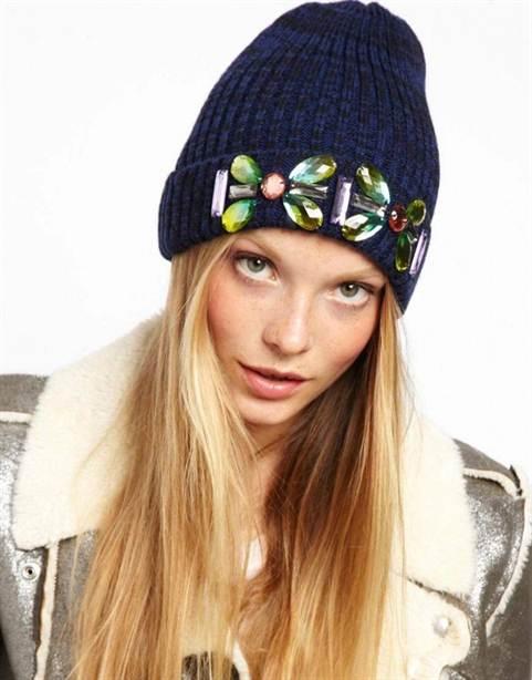 Модная вязаная шапка своими руками 5