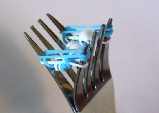 Как сделать браслет из резинок на пальцах фото 35