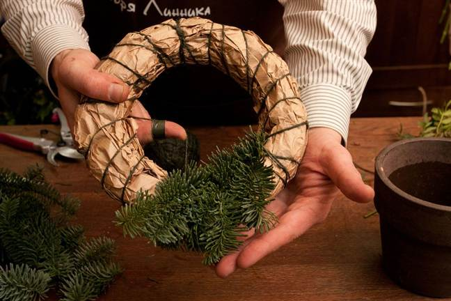 Рождественский венок из еловых веток своими руками мастер класс