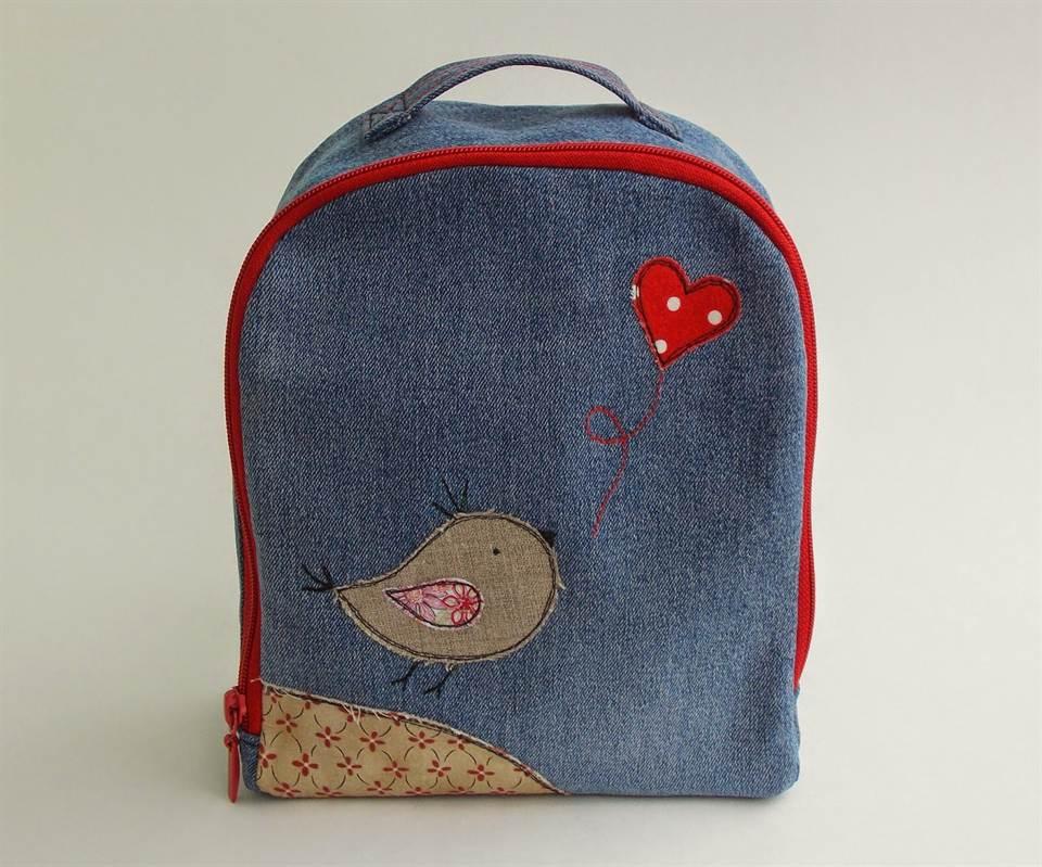 902c1e328c42 Ведь на такой рюкзак и тратиться особо не надо. Он подойдет и студентам, и  школьникам, и даже взрослым. Подобные изделия можно найти и в магазинах, ...