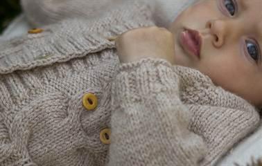 вязаные кофточки для новорожденных спицами с описанием и выкройками