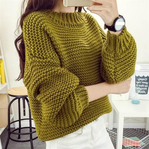 61feb74953d ... свитер крупной вязки. Такая вещь поможет вам комфортно себя чувствовать  абсолютно везде  дома и в офисе во время прохладного неотапливаемого  межсезонья